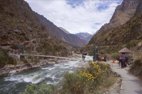 La montagna non perdona ponte urubamba for Camino sul ponte rialzato